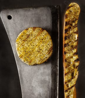 provolone grillé et pain à l'origan