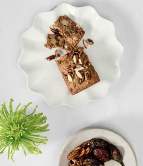 pain aux dattes, noix et pommes