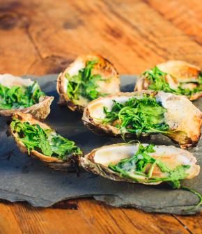 huîtres au cheddar et roquette