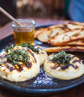 fromage Paillasson grillé à la menthe et au miel