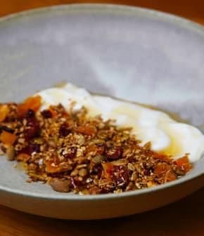 granola maison et yogourt au miel