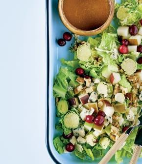 salade de choux de bruxelles frais poires canneberges et bleu