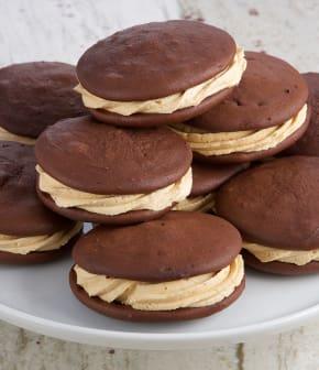 Biscuits « Whoopie pie » au chocolat et au beurre de cacahuètes