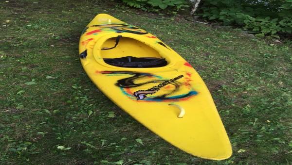 Kayak de rivière Piranha à vendre