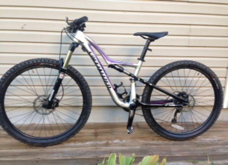 Vélo de montagne Specialized Rumor SM 650, pour femme,  $2000 utilisé 3 fois,