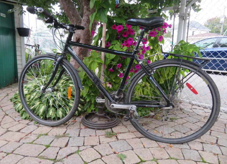 vélo hybride 24 vitesse de marque Marin