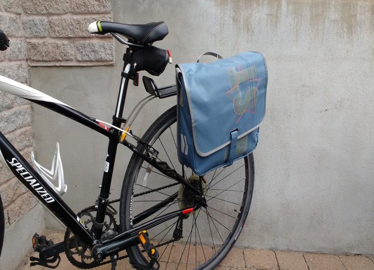 Sacoche de vélo ainsi que beau porte-document