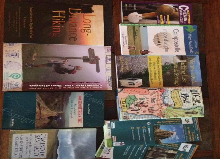 7 livres et 2 cartes Compostelle et 1 livre Appalachian trail