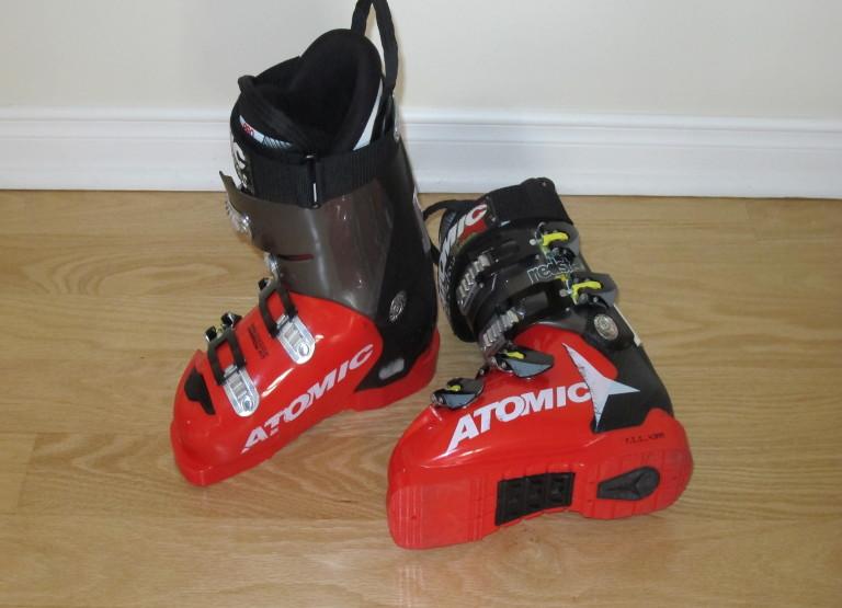 Bottes de ski de compétition Atomic Redster - narrow fit.