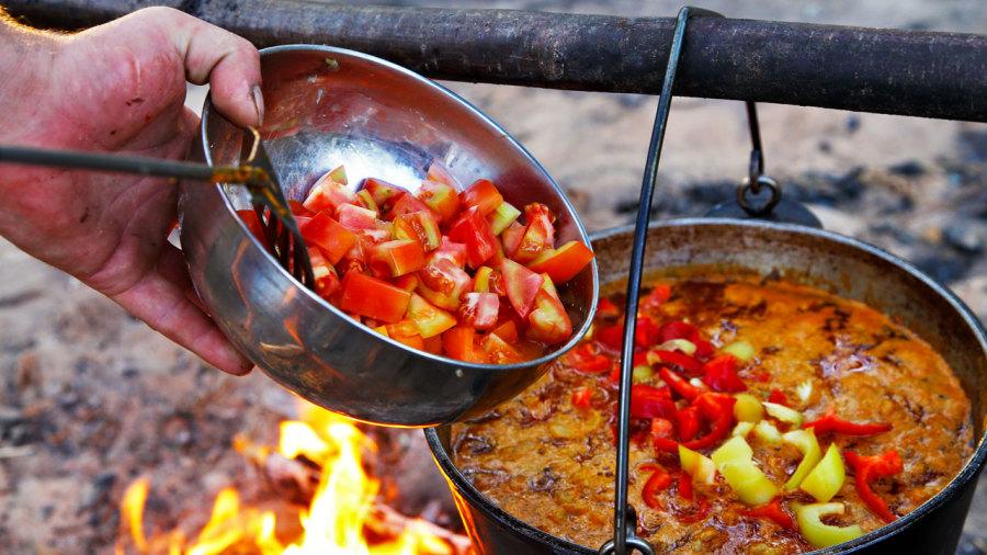 Camping : recettes gourmandes sur feu de bois