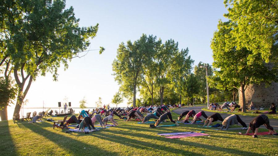 Montréal : Où faire du yoga dans les parcs cet été ?