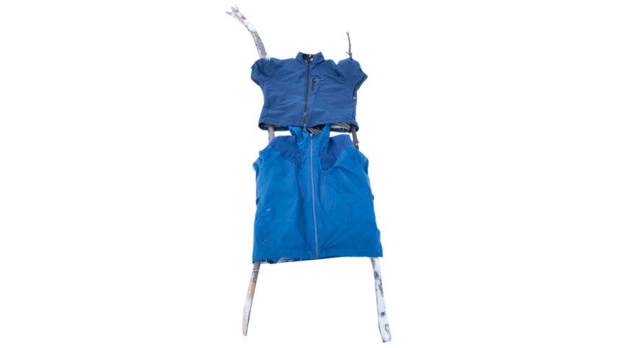 Fabriquer un manteau-brancard en cas d'urgence