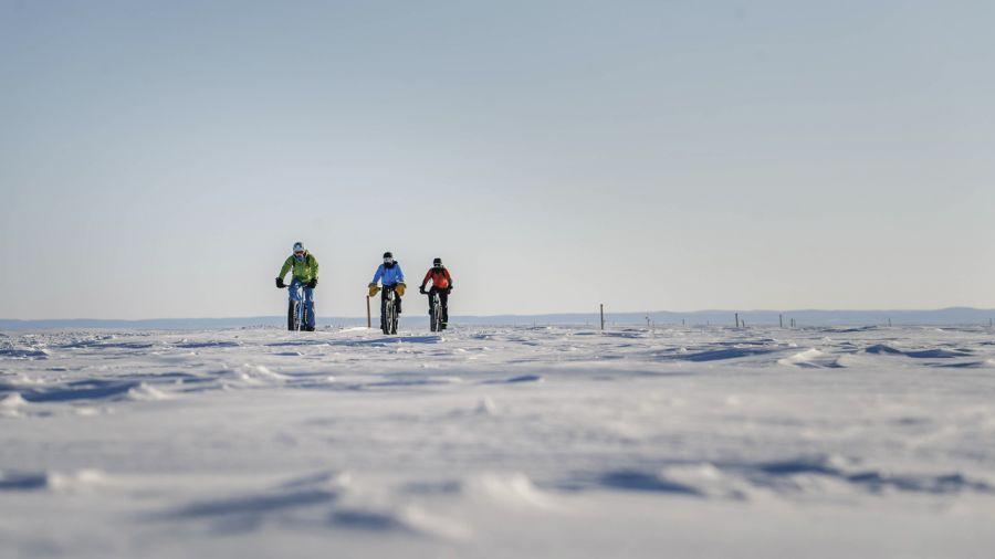 Traversée du Lac-Saint-Jean en fatbike : cramponné sur la route glacée