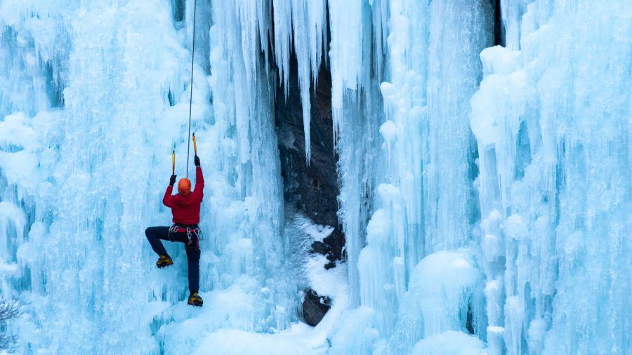 5 falaises mythiques d'escalade de glace