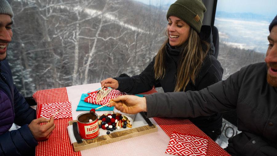 Dégustez une fondue au chocolat dans une télécabine du Massif de Charlevoix