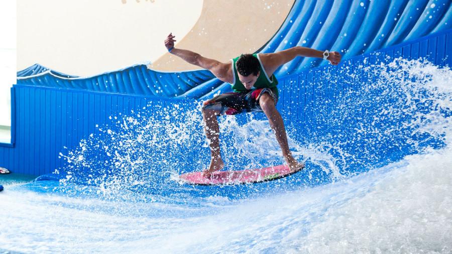 Surf, grimpe et vol libre pour s'éclater au chaud à Laval
