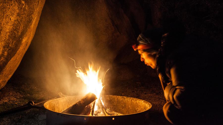 Comment allumer un feu de camp en 5 trucs infaillibles