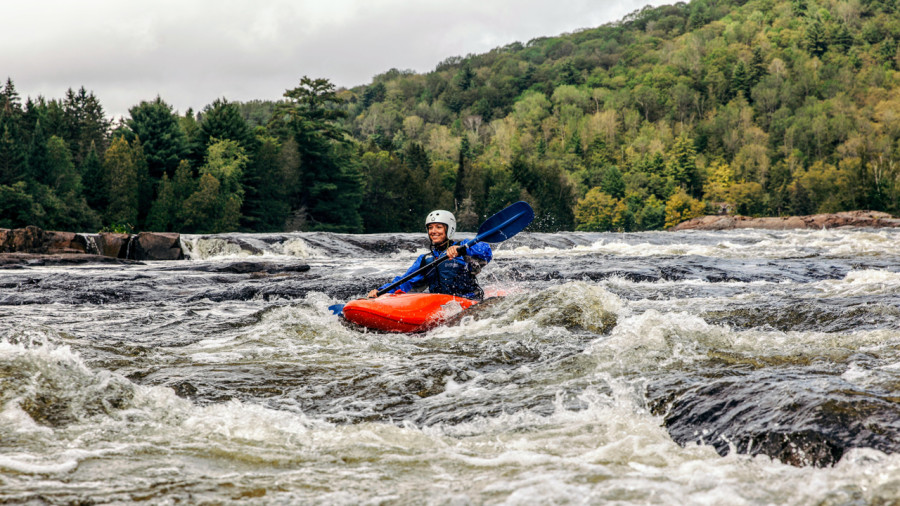 5 raisons de s'initier au kayak de rivière entre filles