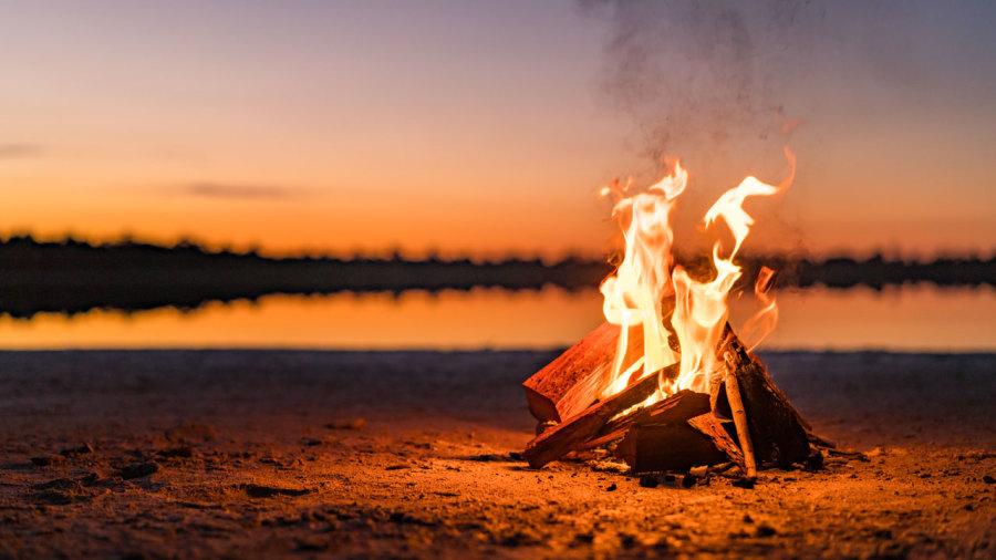 Comment allumer un feu de camp en 6 étapes faciles