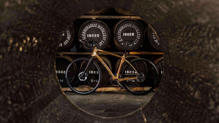 Des vélos en bois fabriqués à partir de fûts de whisky