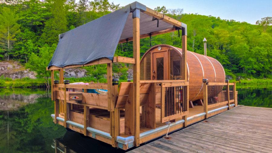 Un sauna flottant livré directement à votre chalet en Outaouais