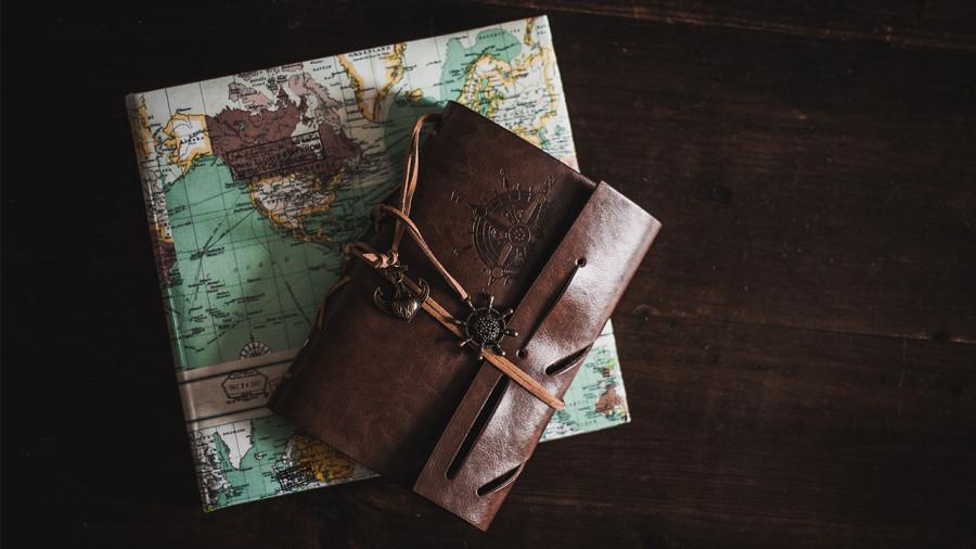 Guide cadeaux : 8 livres à offrir aux amoureux de voyage