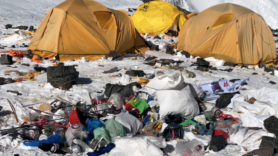 L'Everest, montagne de déchets