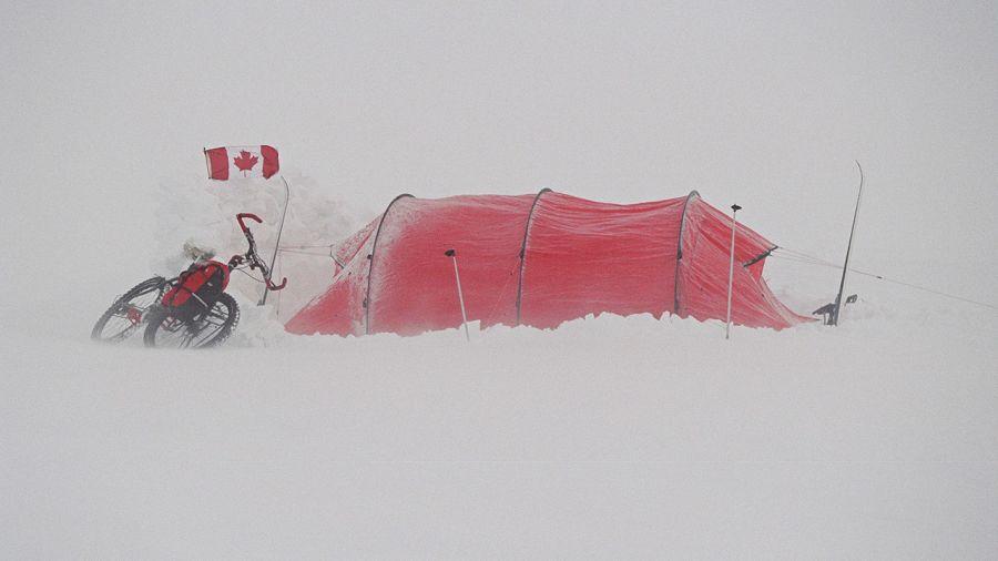 Tour du globe à la rame, à pied, à skis et à vélo