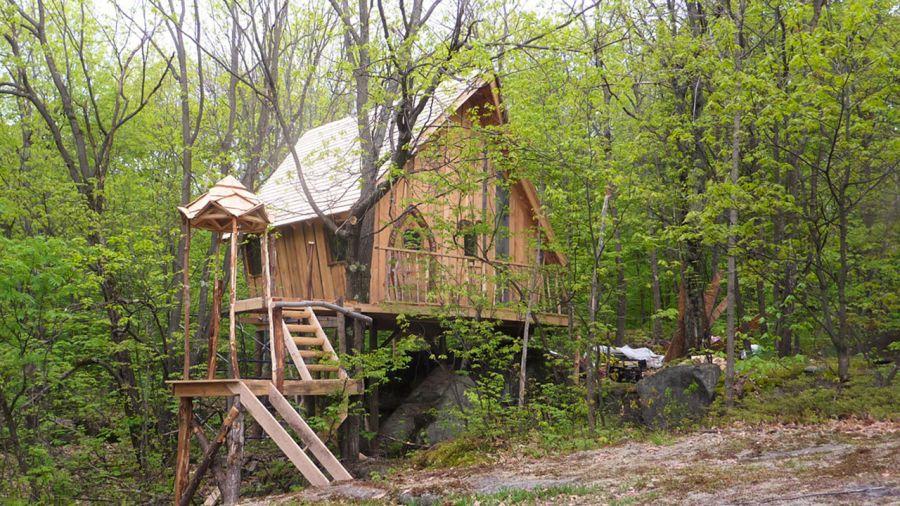 Hébergement insolite : dormir dans un nid d'elfe