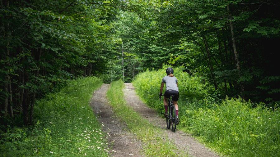 5 parcours à explorer en gravel bike au Québec