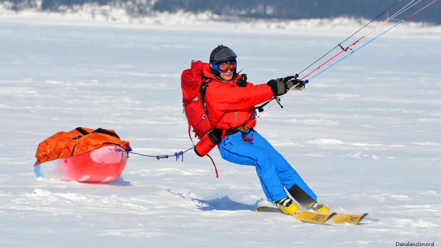 Frédéric Dion et Bruno-Pierre Couture en ski cerf-volant sur le mont Logan