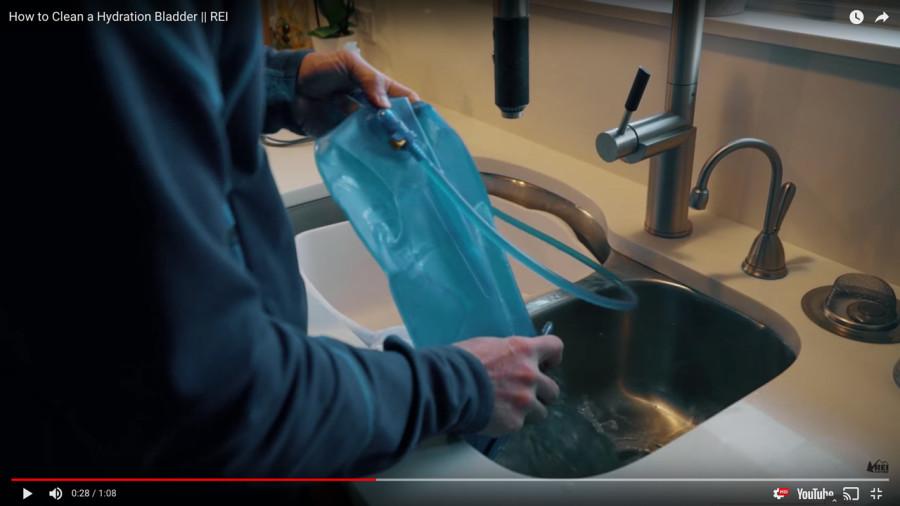 Vidéo : Comment nettoyer son système d'hydratation