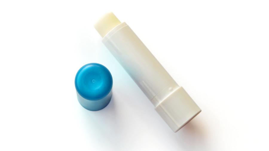 Trucs camping : les 1001 usages du baume à lèvres