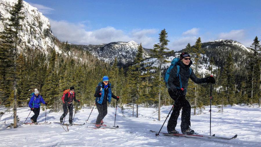 En ski nordique à travers les montagnes de Charlevoix