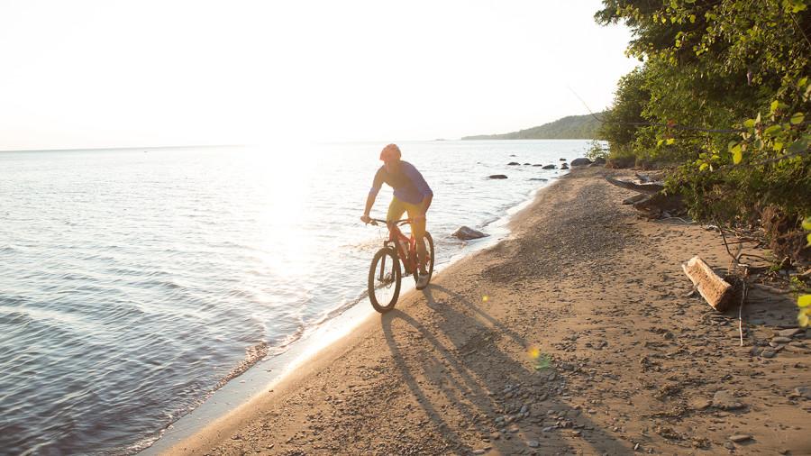Plage et vélo : 5 beaux camps de base en Ontario