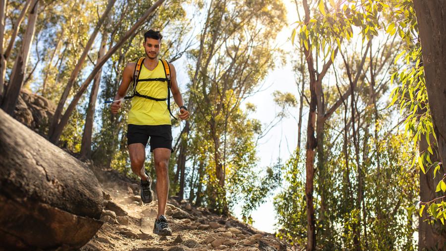 Le « fastpacking », ou l'art de courir en longue rando