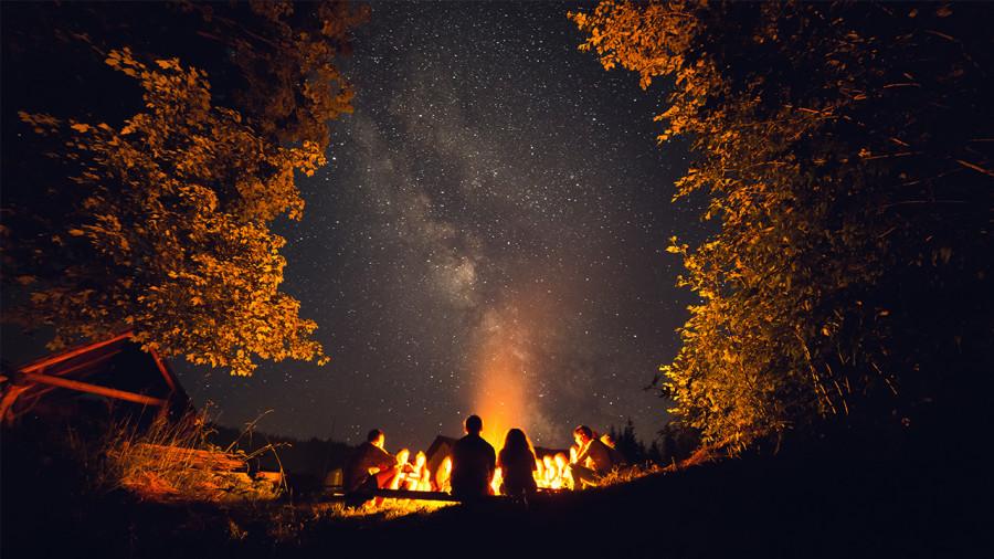 La liste musicale d'Espaces idéale à écouter autour du feu de camp au chalet