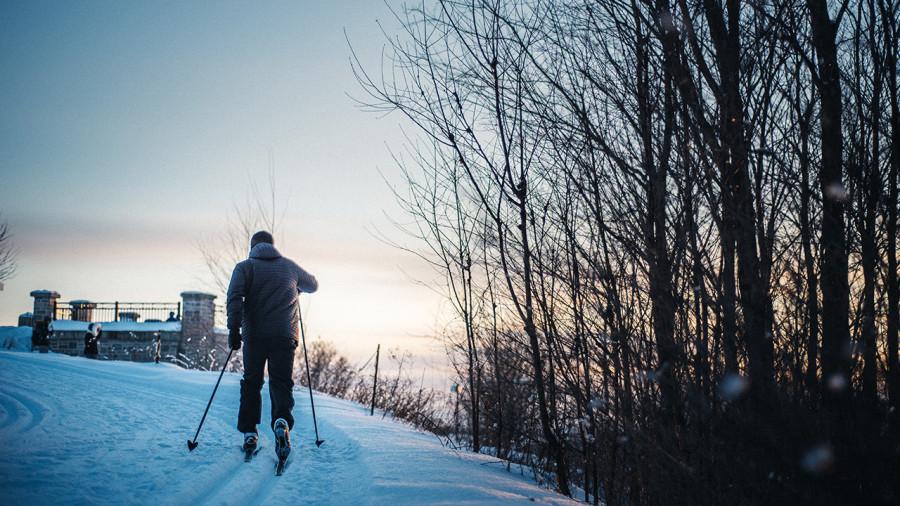 Ski de fond : 10 terrains de jeu parfaits pour débuter au Québec