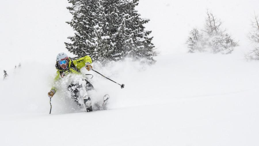 5 conseils pour skier dans la poudreuse