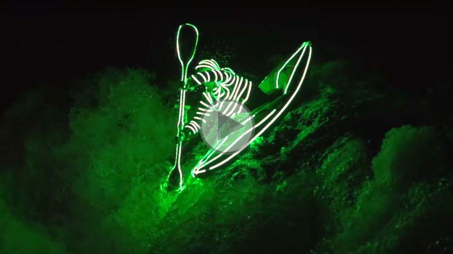 Lumière sur le kayak nocturne