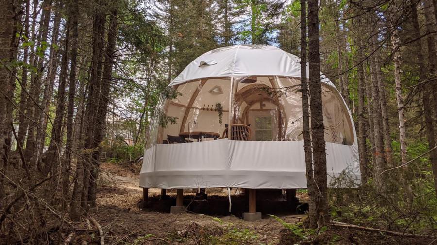 Une yourte entièrement vitrée dans la forêt de Lanaudière