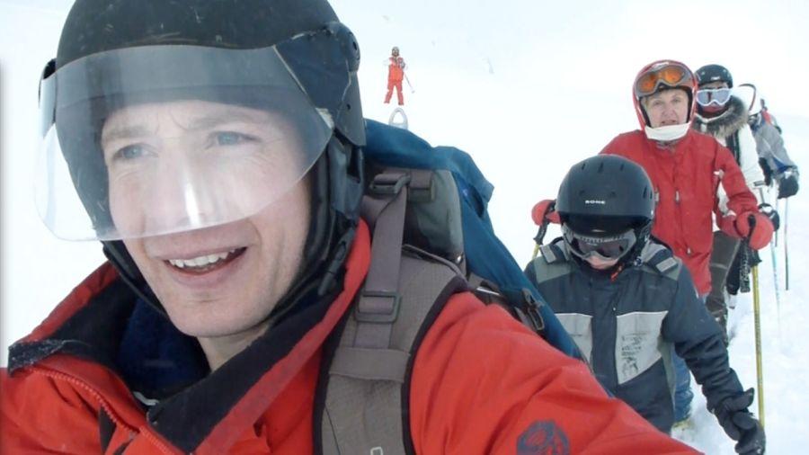 Frédéric Dion porte secours à des skieurs bloqués dans les Alpes