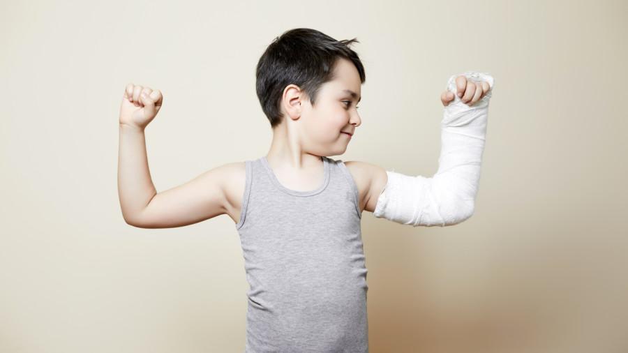 Un bras dans le plâtre? Exercez l'autre bras pour préserver vos muscles