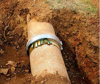 Kanalizace a vodovodní potrubí