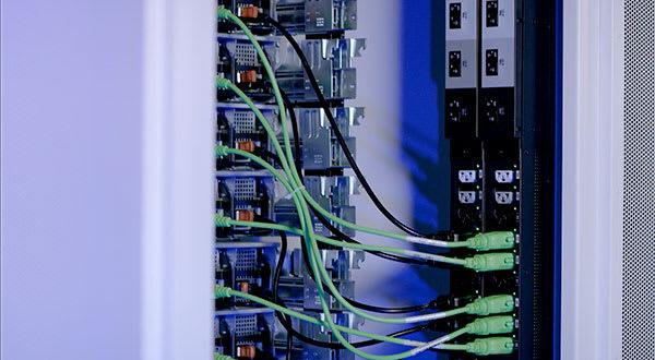 server-cabinet-power-distribution-units