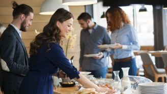 4 Ways to Eat Through the Holidays and Fit Your Pants