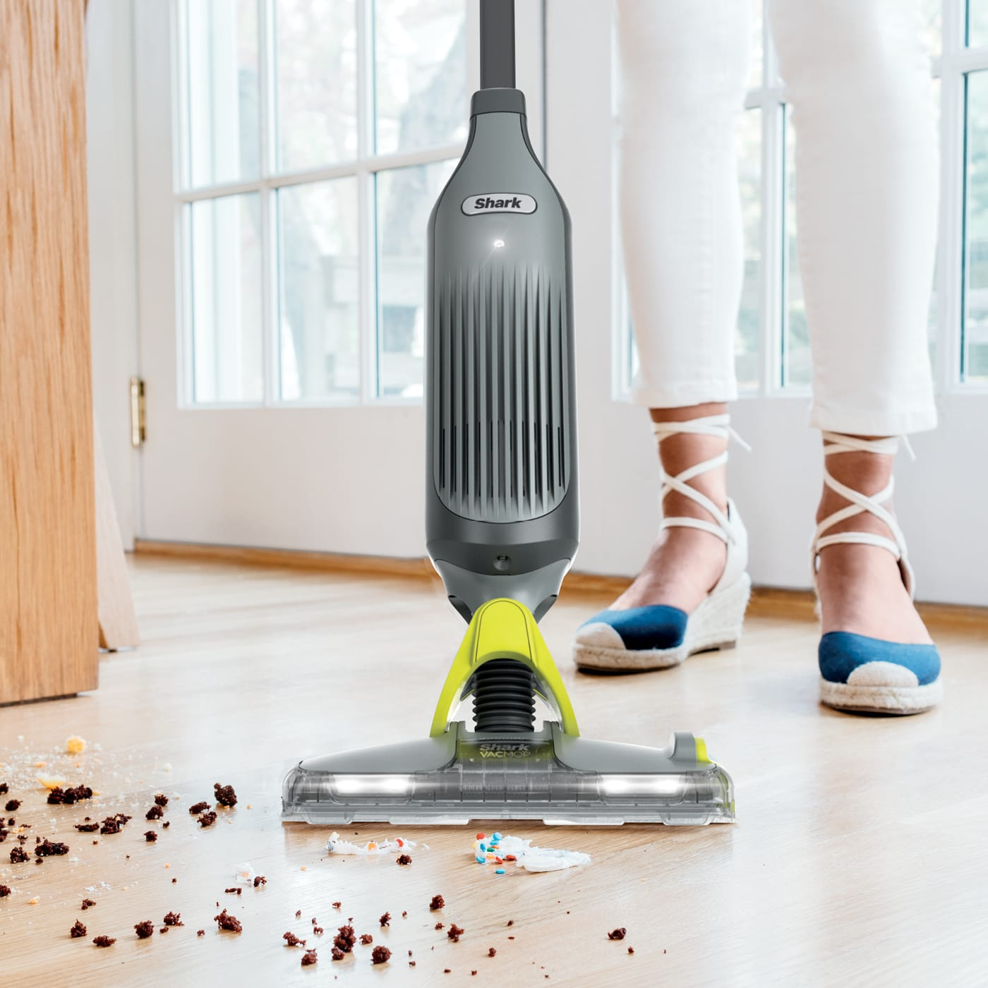Powerful vacuum suction + spray mopping