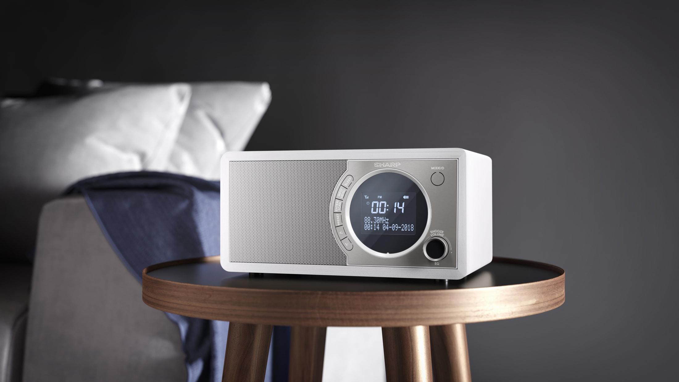 Digitalradio DAB/DAB+/FM with RDS, 6 W, Bluetooth 4.2 and 60 station memory.