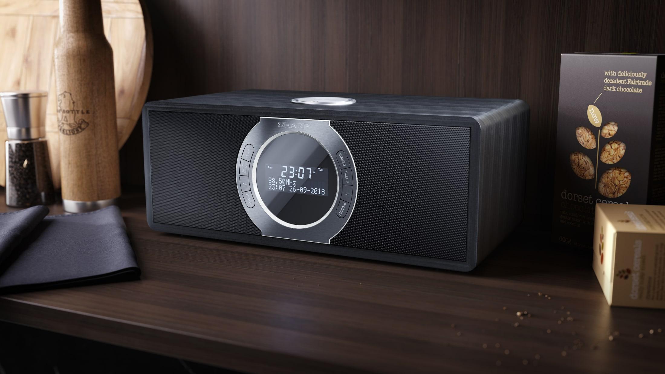 Stereo-Digitalradio DAB/DAB+/FM mit RDS, 30 W, Bluetooth 4.2 und 60 gespeicherten Sendern.