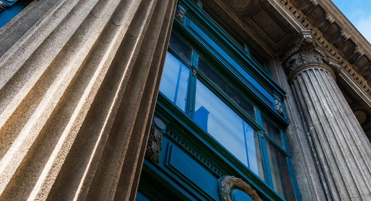 Antitrust, columns on building